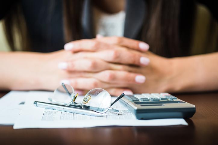 Kiedy przysługuje odszkodowanie za rozwiązanie umowy o pracę?